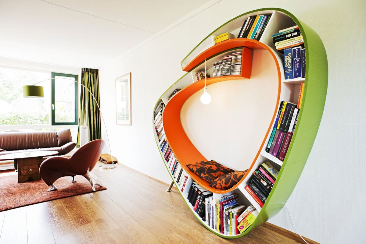 Bookworm-decoration-Helloo-designers