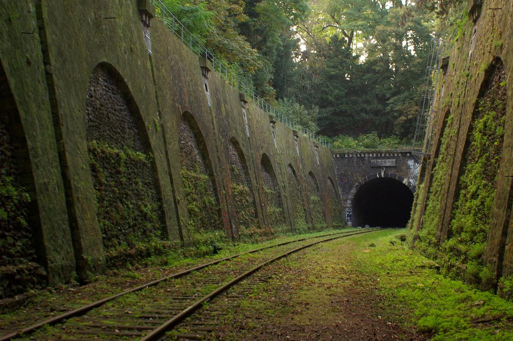 Rails de train abandonnés à Paris.