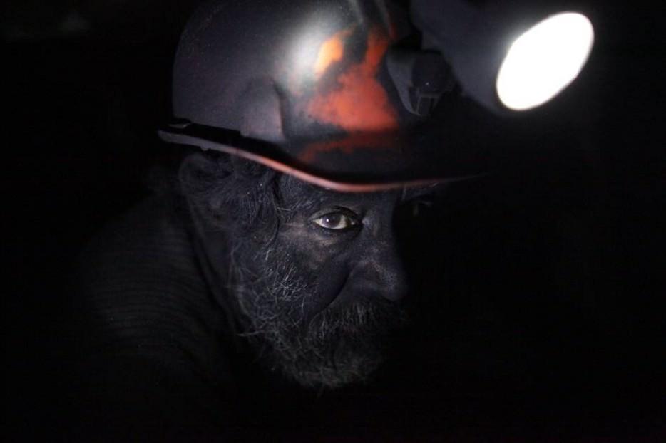 mine-men-work
