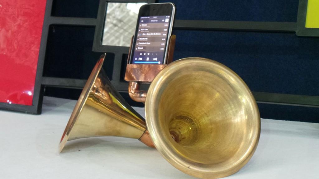 iPhone-Speakers-smartphone-gadget-mobile