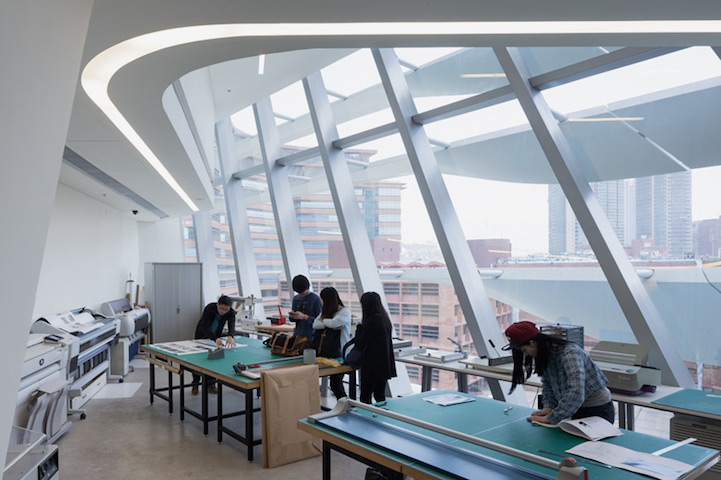 architecture_moderne_zaha_hadid_building_Jockey_club_design_decoration_interieur