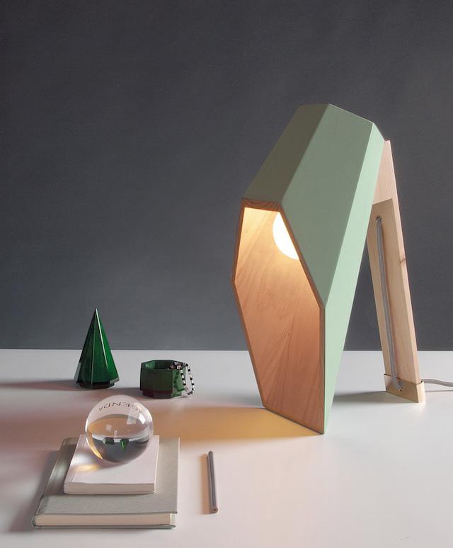 lustre en bois pour bureau par alessandro zambelli