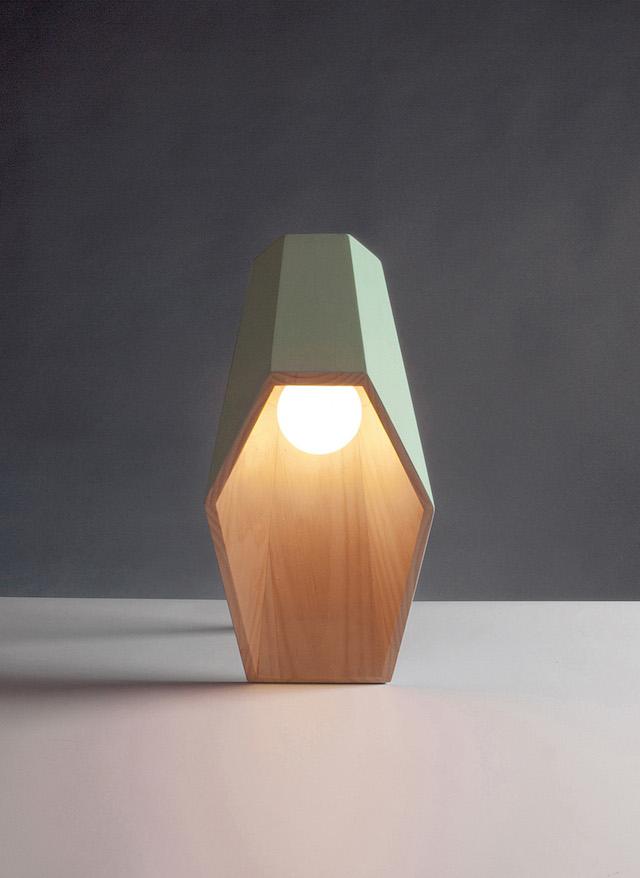 luminaire en bois à poser par alessandro zambelli