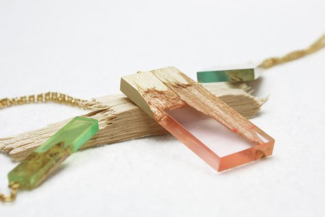 bijoux design en bois et résine