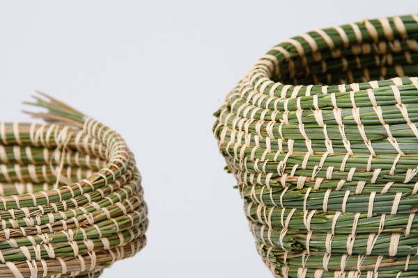 des recipients en ceramique et vannerie