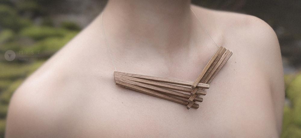 Clavicle-Suffix-collier-bois-design-Mistforms-joeillerie-design-lifestyle-fashion-design