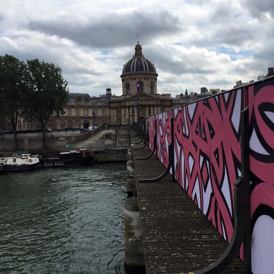 elseed-street-art-pont-des-art-pont-des-amours-galerie-itinérance-