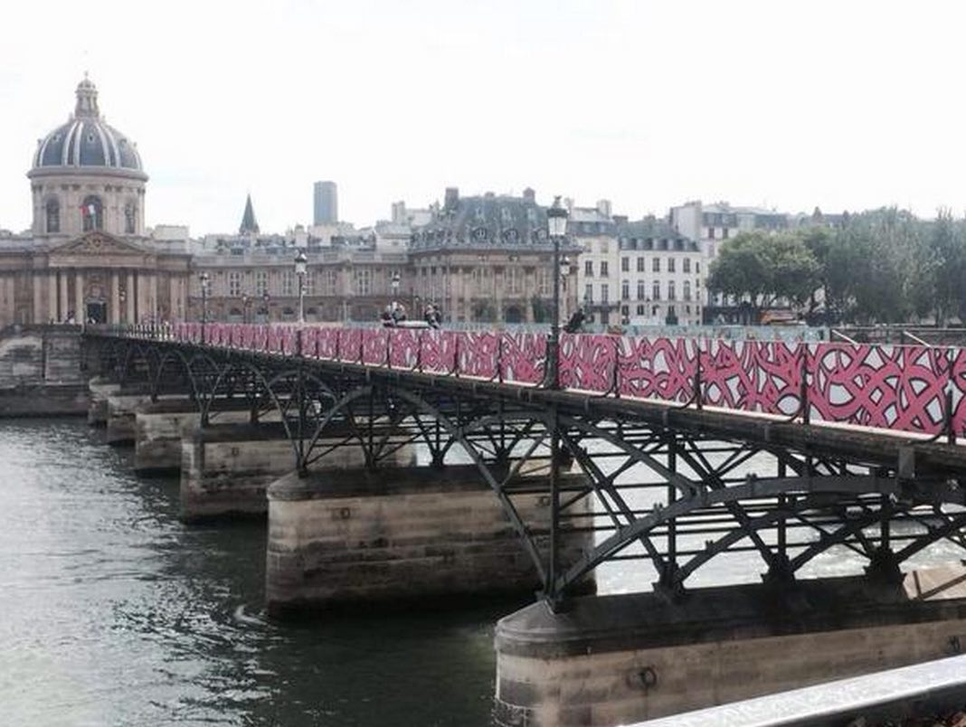 pont-des-arts-street-art-paris